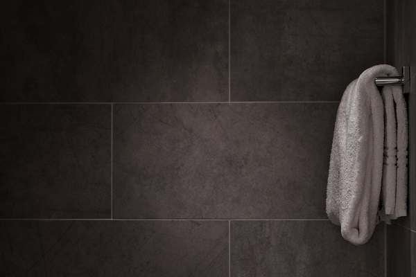 tiles-towel-in-bathroom