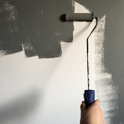 painting-grey-feature-wall