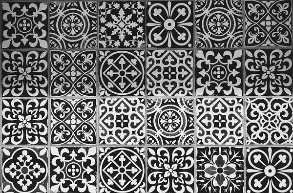 black-white-tile-pattern