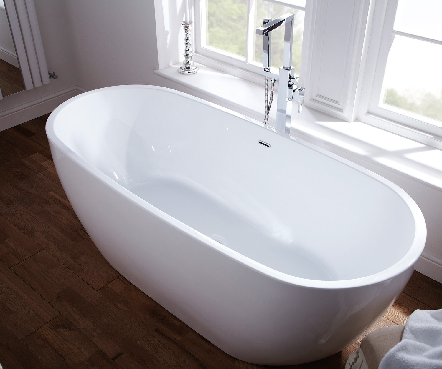 free-standing-taps-and-bath